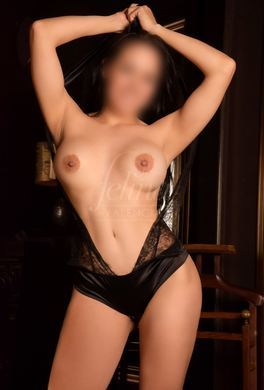 Gorgeous Latina escort in Valencia