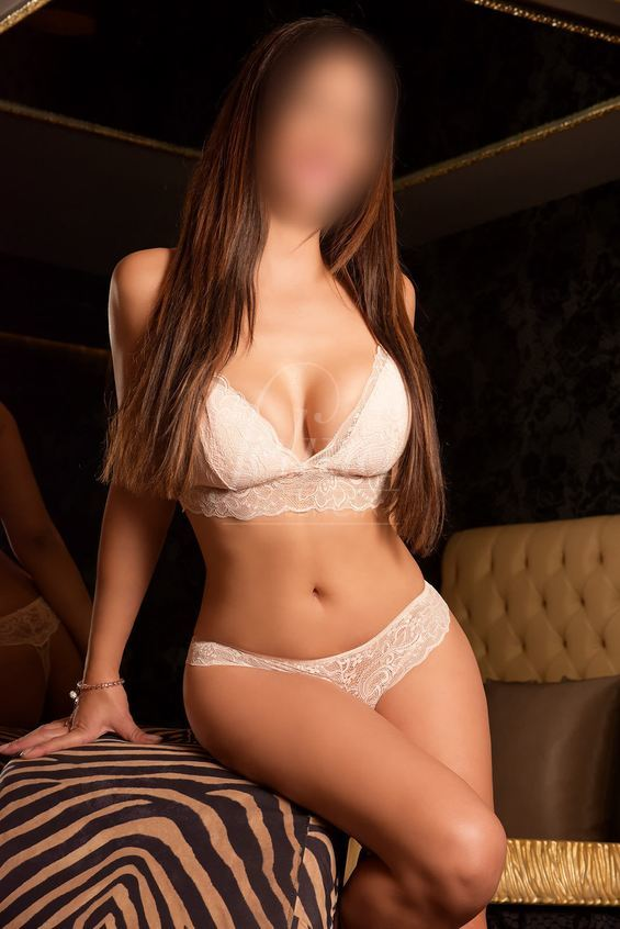Andrea: Young high class Spanish escort in Valencia for anal sex, in lingerie
