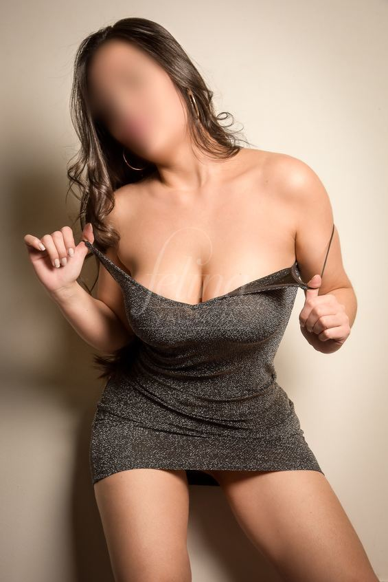 Olivia: Colombian escort in Valencia for threesome, wearing black dress