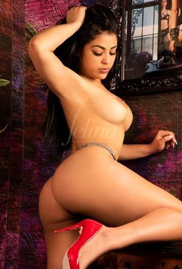 Escort cubana totalmente natural