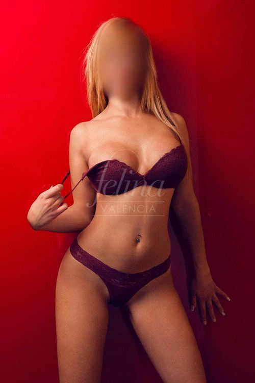 Spanish luxury escort for a threesome in Valencia, in purple lingerie, Chloe