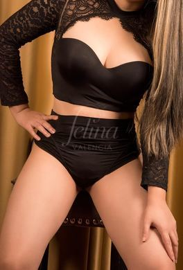 Sensual Colombian escort for deepthroat